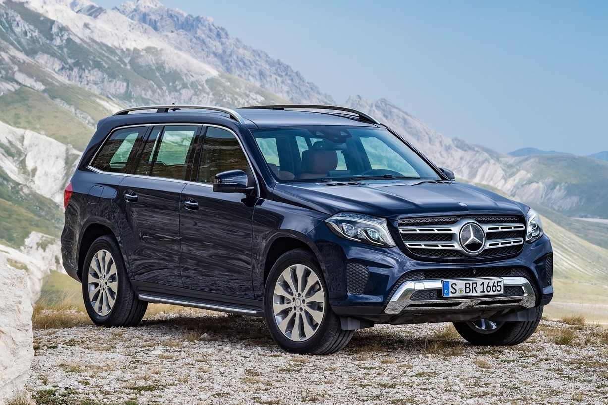 ... and at the other end of the Benz crossover spectrum is the GLS-Class, a full-size model that used to be called the GL-Class.