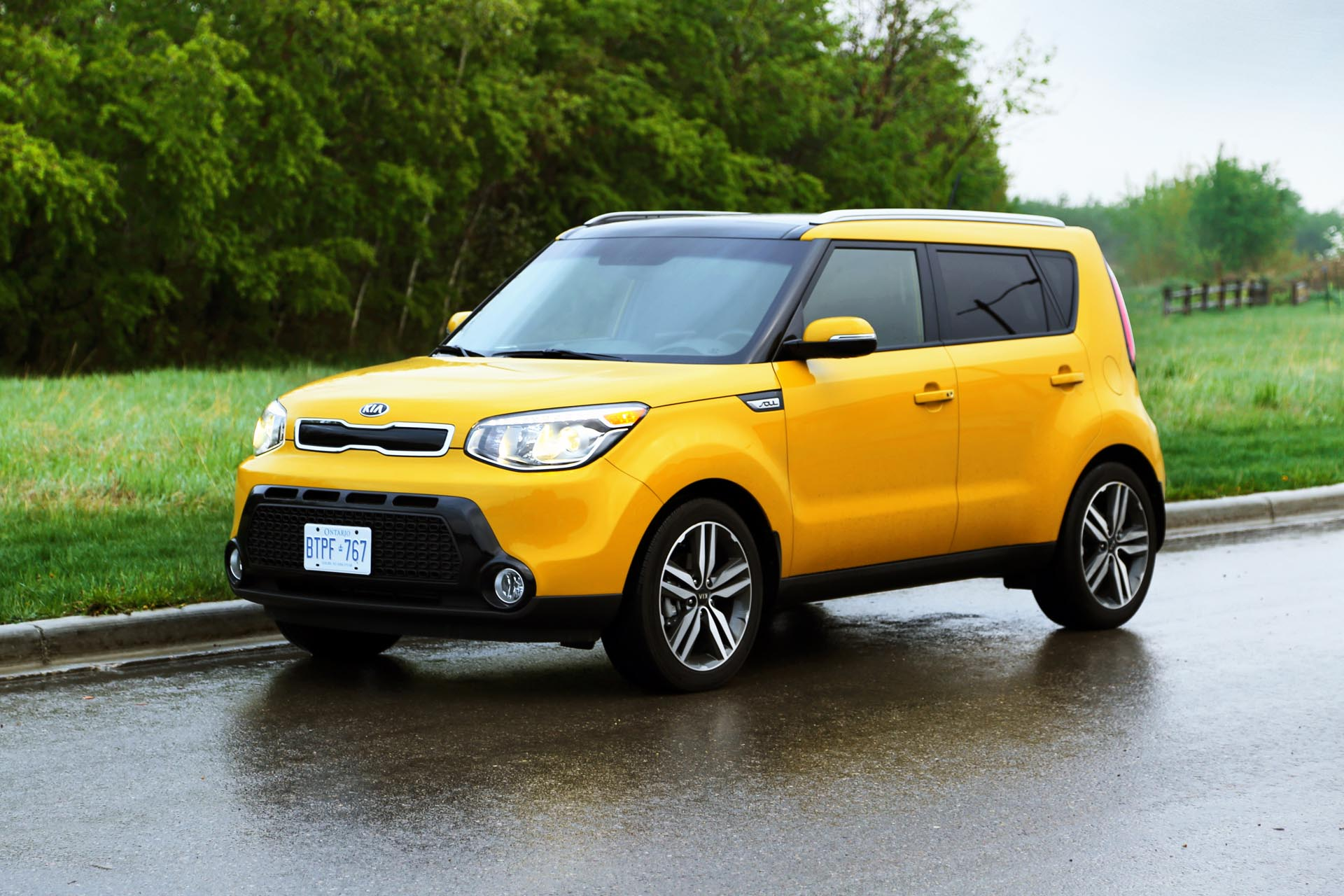 Yes, the Kia Soul is attention-grabbing and maybe you don't want people to watch as you take your fourth attempt to parallel park in that slightly-too-small spot right outside where you need to be. But think of it this way: there's no way drivers changing lanes will miss you in their mirrors or over their shoulders. The boxy design also means that you have an unobstructed view in all directions from the driver's seat, even with the chunky rear pillars. While you'd never call the driving experience