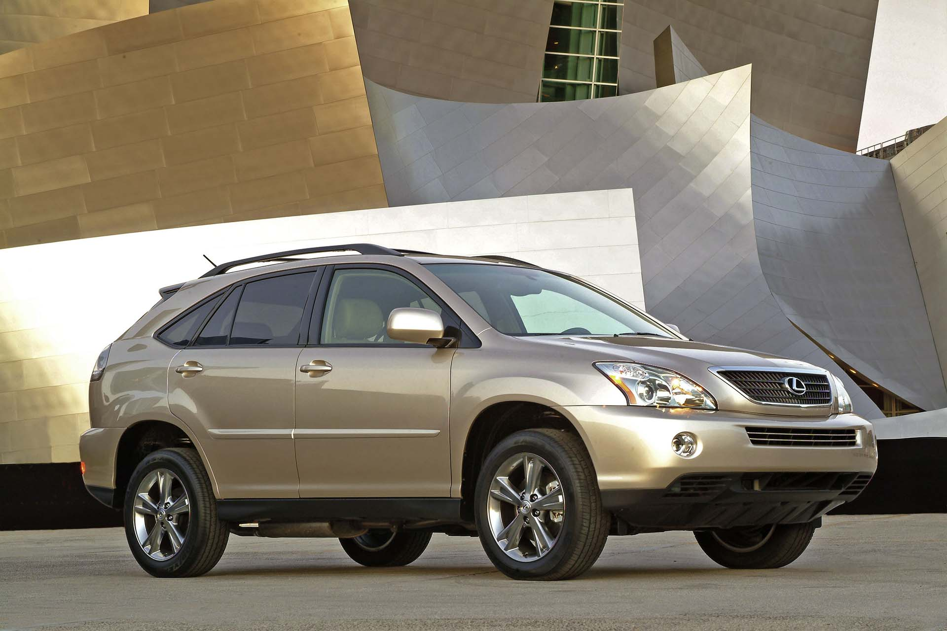 The second-generation RX was already slipperier than the debut model, and had a coefficient of drag of just 0.35 – excellent for a mid-sized SUV. However, more could be done, especially for urban dwellers. In 2004, Lexus launched a hybridized version of the RX, which took proven V6 power and added Toyota's hybrid drive system.