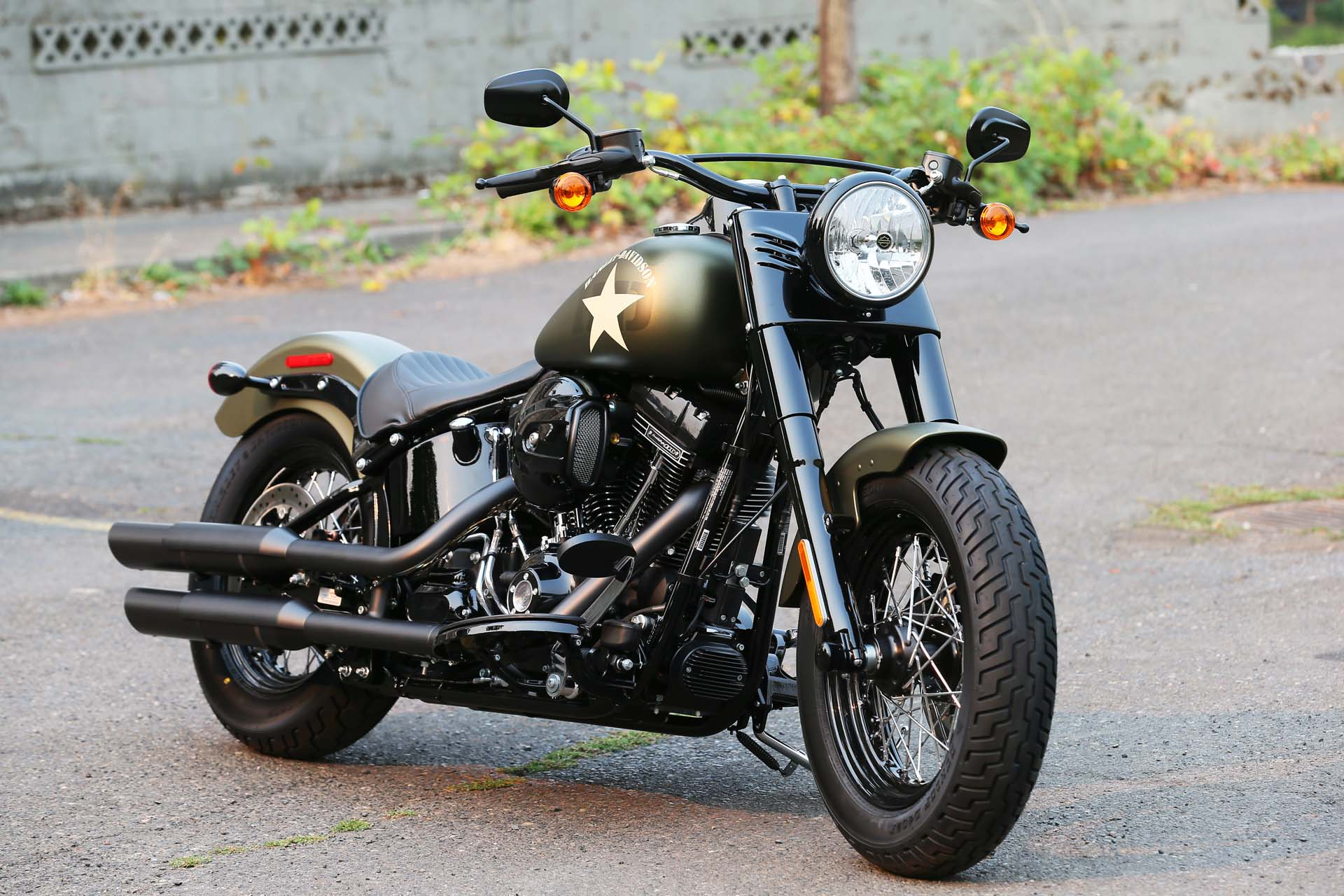 Compared to its non-S equivalent the Softail Slim S is completely blacked out; the only chrome you'll find is on the pushrod tubes and brake pedal.