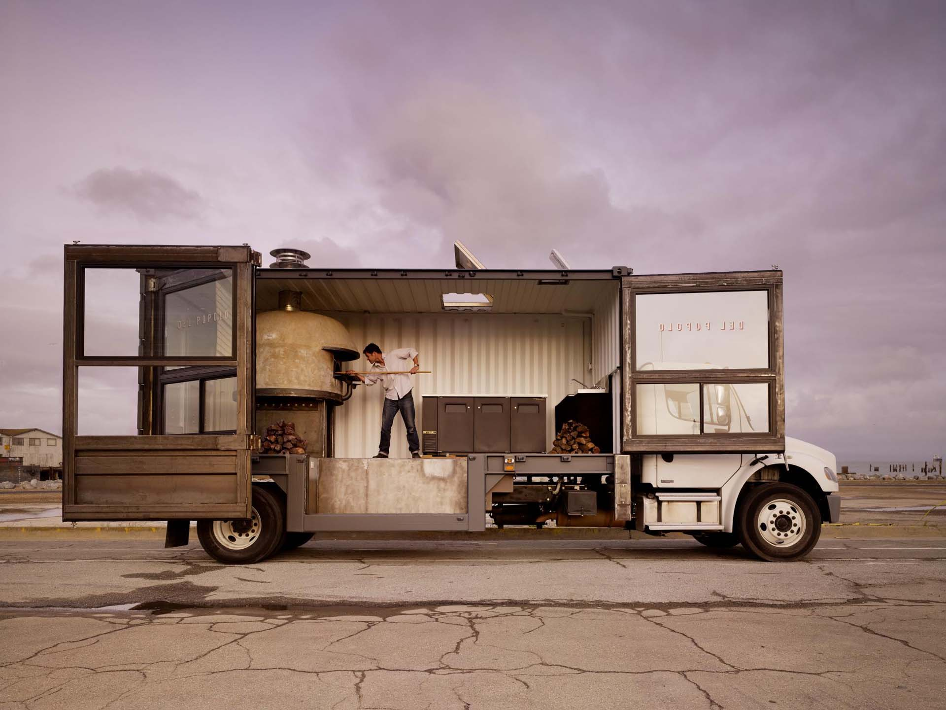 Also taking the classy and minimalist avenue is the Del Popolo pizza truck, which is clean and modern, while serving up fresh-baked pizza from a brick oven that dominates its kitchen like a centrepiece in an art gallery. Del Popolo's pizza truck is also unique in that its kitchen revolved around John Darsky's imported brick oven, which he wanted to take on the road, so he fitted it into a shipping container rather than a delivery truck, and it makes its rounds in San Francisco on the back of a Freightliner heavy commercial truck.