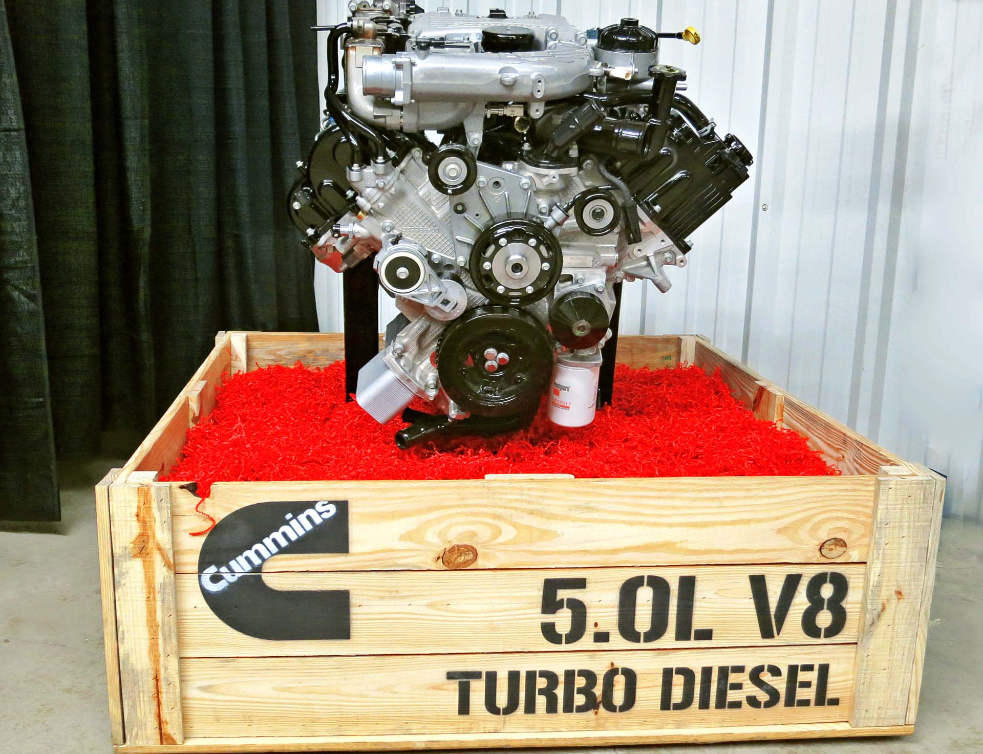 While it shares design similarities with the regular Titan, the XD has a unique front end, engineered to accommodate the larger diesel engine. The Titan XD's launch marks the debut of Cummins' new two-stage turbo system, designed to eliminate traditional turbo lag.<br><br> The 5.0-litre V8 diesel features a lightweight and compacted graphite iron block, aluminum heads and composite valve covers. It puts out 310 horsepower, but more importantly, 555 lb-ft of torque at 1,600 rpm. That's 45 percent more torque than the gas-powered Titan.