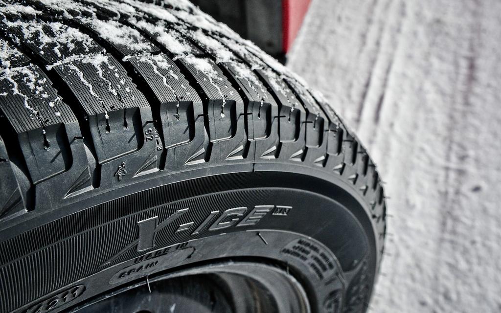 Un autre nom que l'on connait bien, le X-Ice se démarque grâce à sa longévité et son confort sur route dégagée. Il n'a rien à envier aux autres pneus qui le devance dans ce palmarès sur la glace tandis qu'il est également très performant dans la neige.
