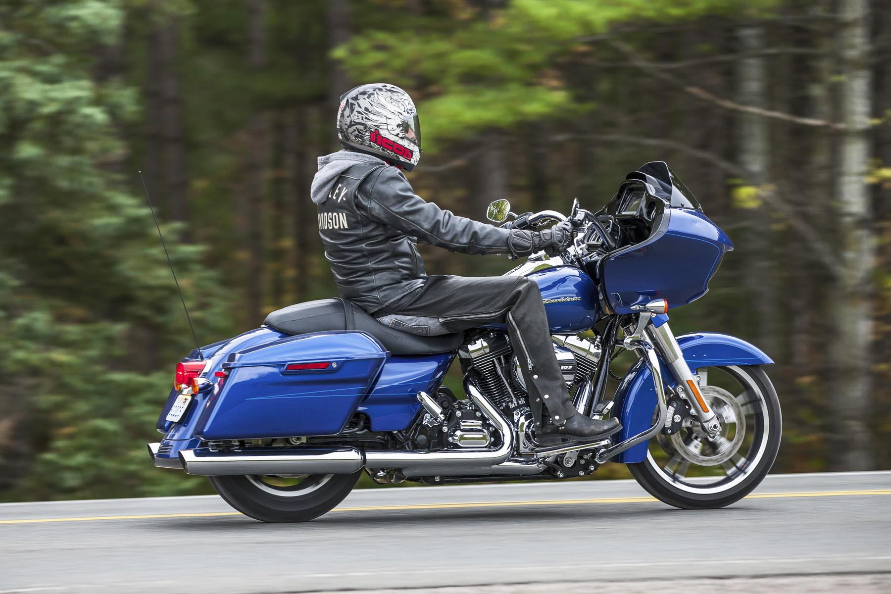 Enhancements for the 2015 Road Glide include the upgraded High Output Twin Cam 103 engine. The lightweight piston design and higher compression ratio increases efficiency and horsepower, improved airflow and upgraded cam optimize low-end torque while twin cooling of the heads and exhaust ports allow for the delivery of peak performance at higher temperatures. Harley is notorious for not posting horsepower numbers but the 1,690cc displacement powerplant with integrated oil cooler boasts 105 ft-lbs. of torque at 3,250 rpm. It pulls harder, sounds better and runs cooler.