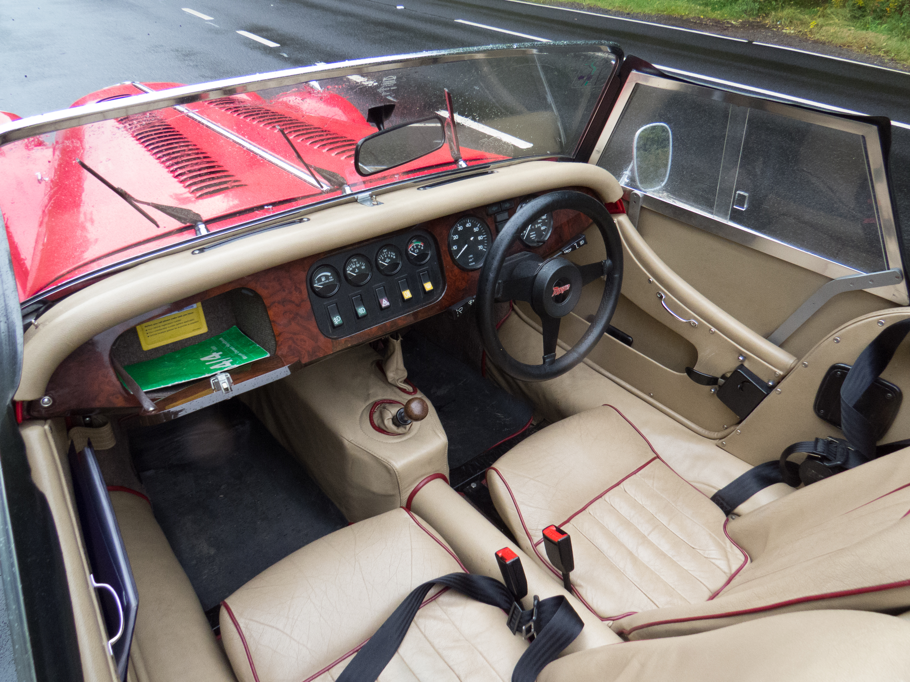 Timeless interior. There's even a radio!