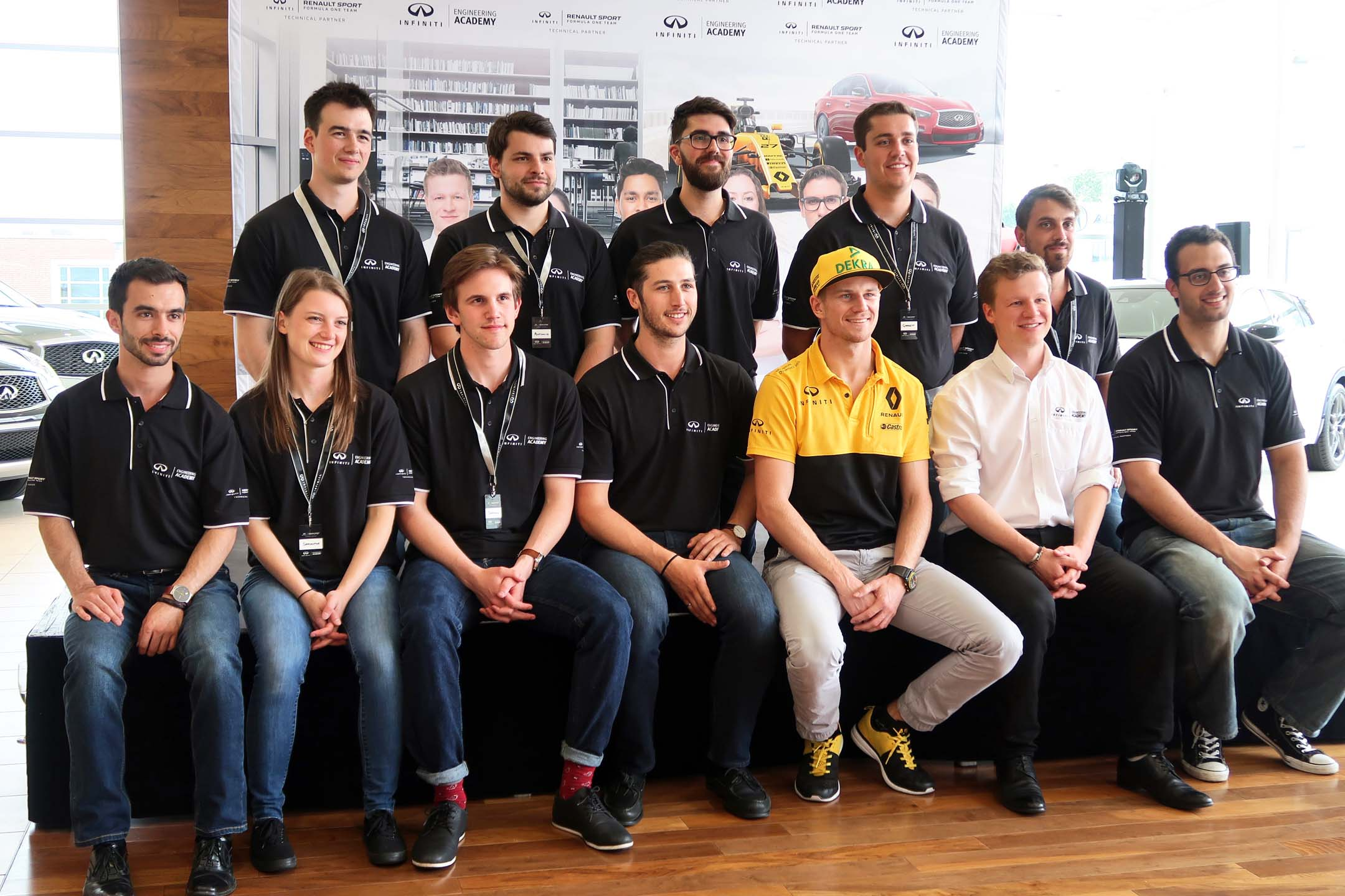 All of this year's competitors, with Nico Hulkenberg and 2016 winner Felix Lamy.