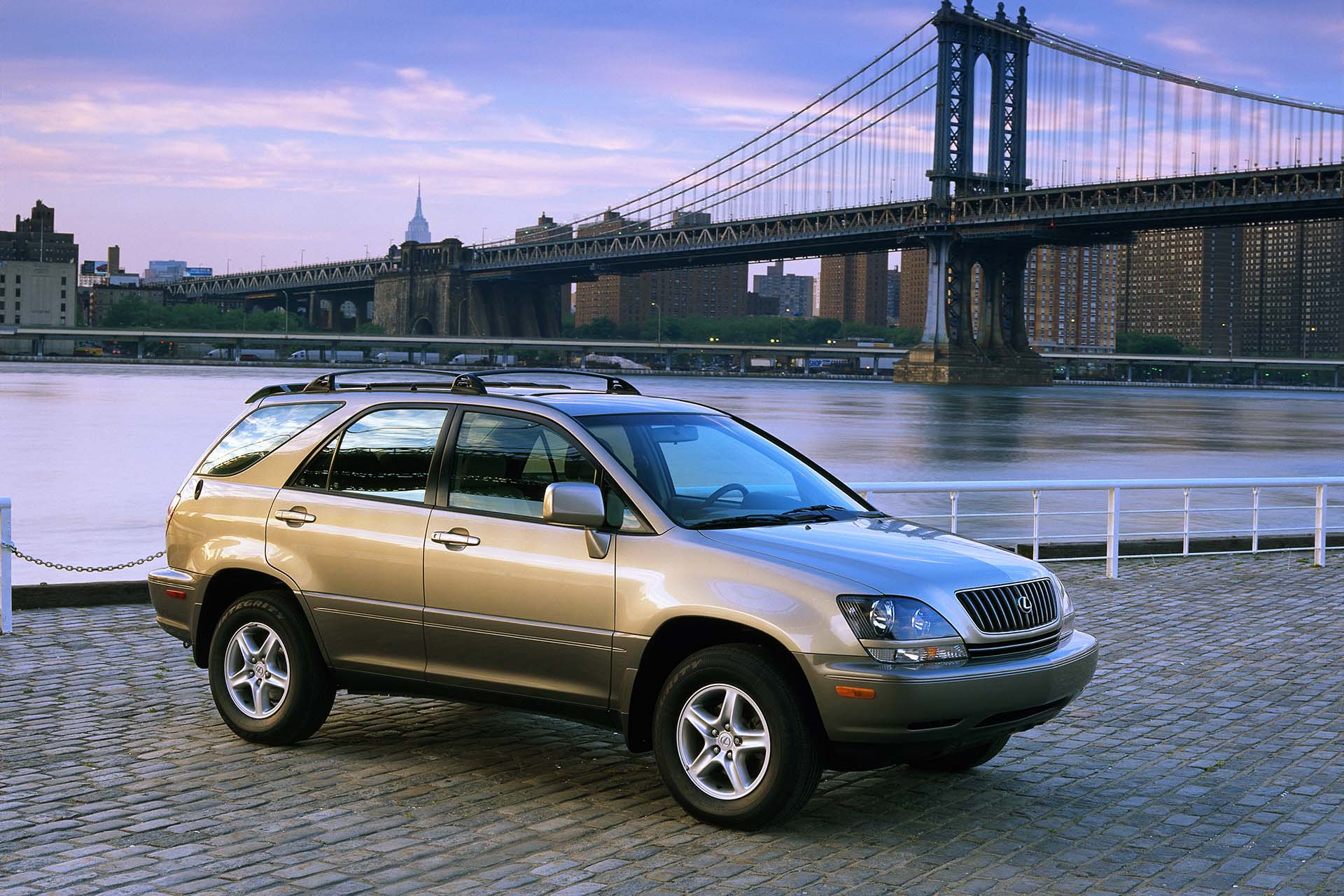 The first RX300 arrived as a 1998 model with a 220-hp V6, a four-speed automatic transmission and all-wheel drive. Compared to the Harrier, the interior appointments were greatly improved, including Walnut trim and a six-CD changer.